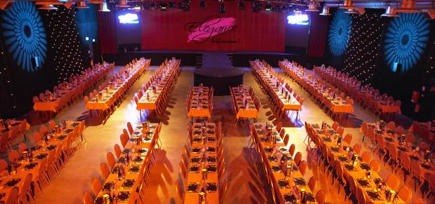 Cabaret l'elegance renaison diner et déjeuner spectacle